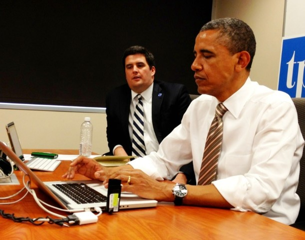 Photo of POTUS answering questions on twitter now in Iowa ‪#whchat‬